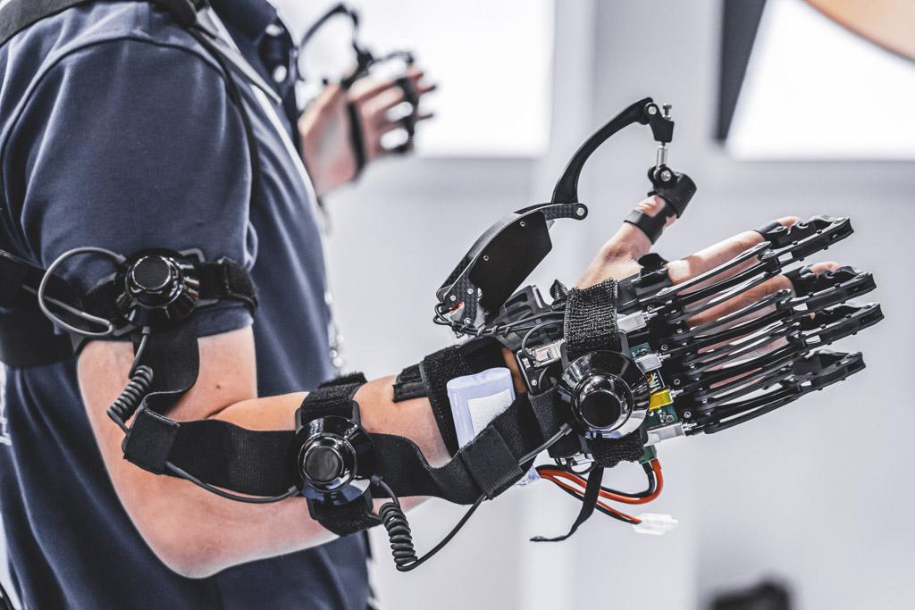 Human controlled robot remote sensing set